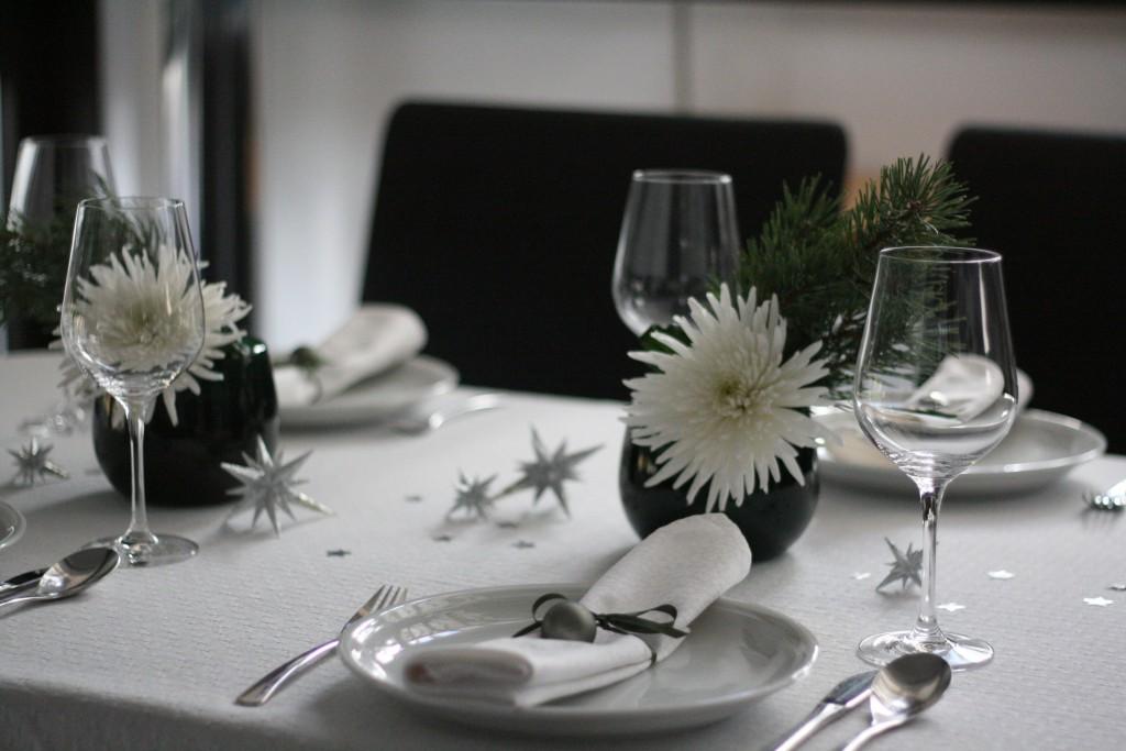 weihnachten tolle einfache tischdeko schnell selbstgemacht diy. Black Bedroom Furniture Sets. Home Design Ideas