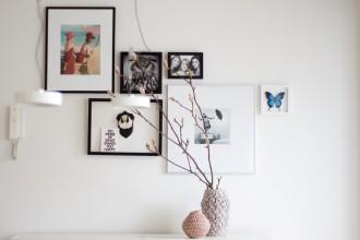 Statement Vasen von Bloomingville vor Bilderwand - DIY & Deco