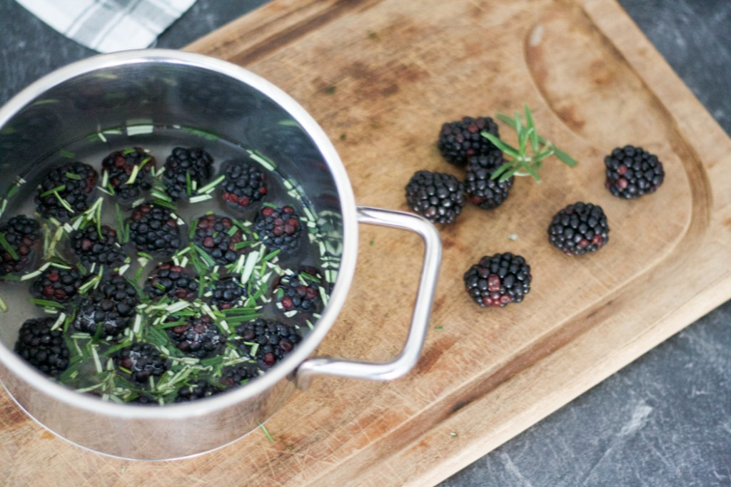 Kir Royal with a twist - Blackberry Rosemary Sirup
