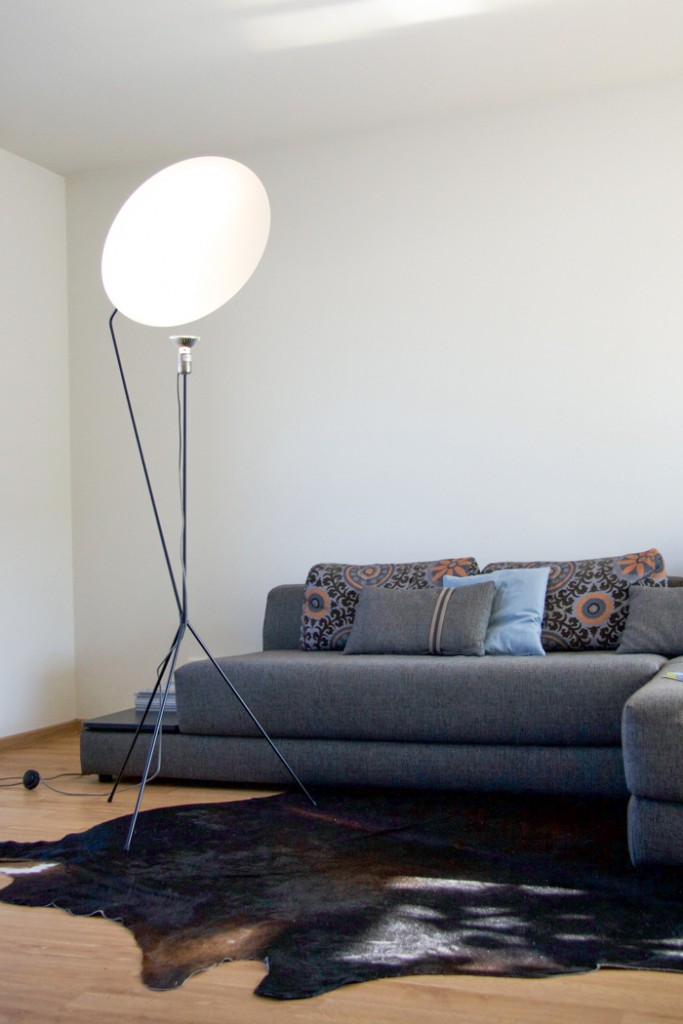 Standing Lamp living room in front of Sofa