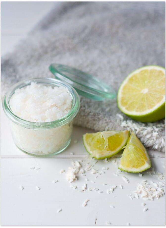 DIY Peeling mit Zucker Limetten und Kokos für ein bisschen Karibikflair im Badezimmer