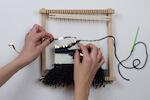 Einfach und schnell einen Wandteppich selber weben - Alle Materialien werden mitgeliefert, nur eine Schere noch um die Fransen zurecht zu schneiden, schon hat man ein tolles IT-Piece für die Wohnung