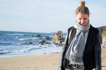 einfaches Monogram auf Schal sticken Anleitung - persönliches Geschenk - Fashion DIY Blog lindaloves.de