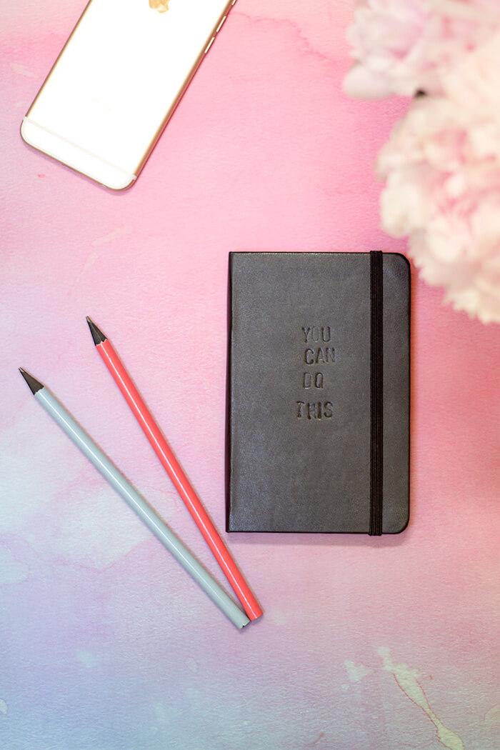 Notizbuch mit Initialen personalisieren - Kalendercover prägen - DIY Blog lindaloves