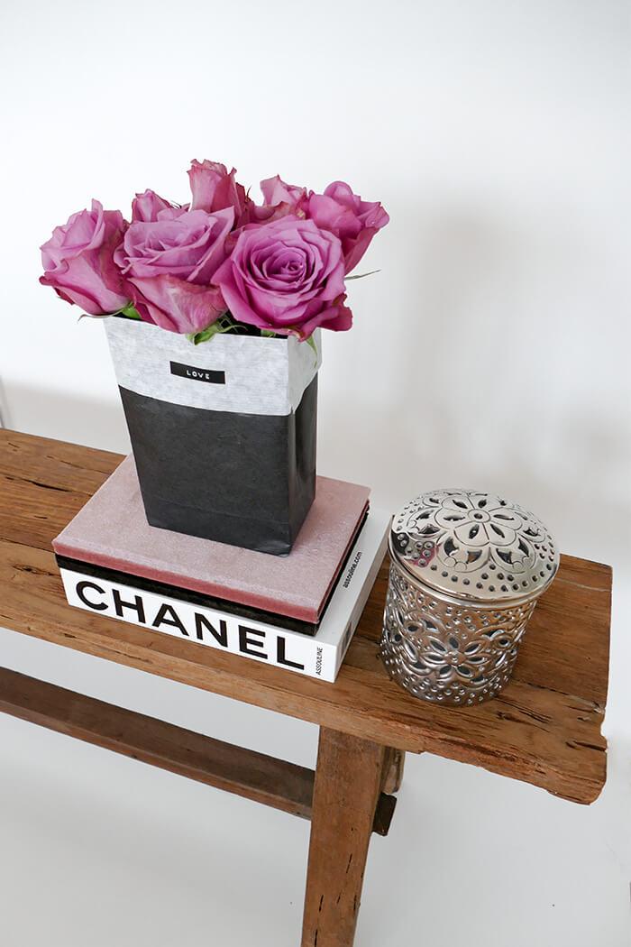Papiertüte falten Bastelanleitung Blumen schenken Idee Mitbringsel