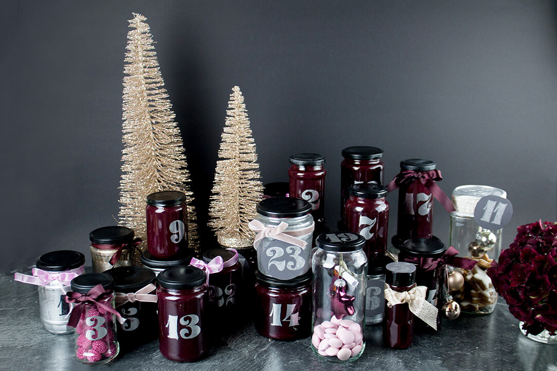 diy adventskalender upcycling idee aus altglas. Black Bedroom Furniture Sets. Home Design Ideas