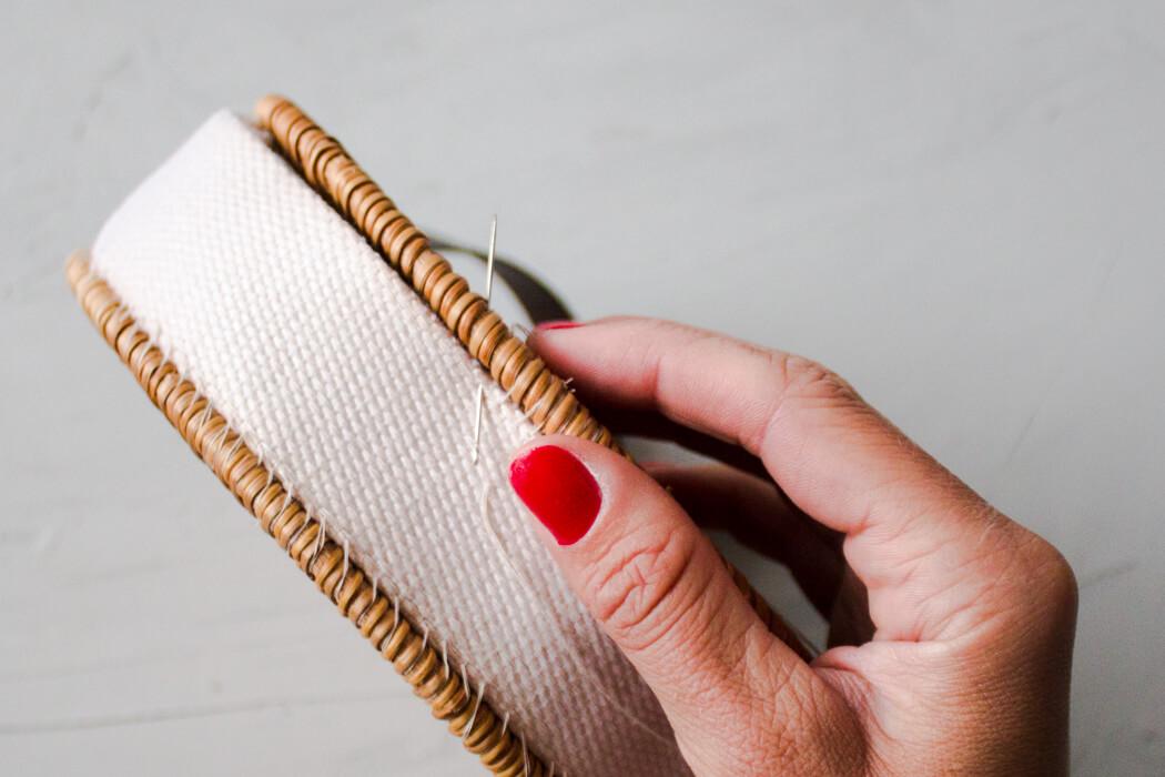 DIY Rattanhandtasche basteln aus Topfuntersetzern - Bali bag Basttasche runde Boho Tasche selber machen - DIY Blog Anleitung