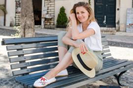 DIY Blog sticken lernen - Espandrilles Sommerschuhe mit Blumenmuster besticken
