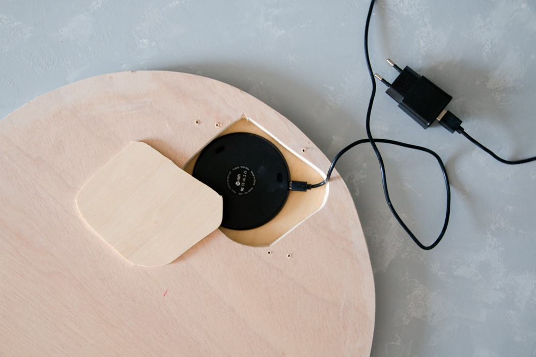 Wireless Charger Handyladegerät Kontaktlos - Smart Home DIY - IKEA Hack Beistelltisch - DIY Blog lindaloves