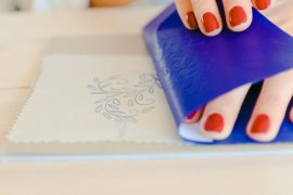 STICKMOTIV AUF STOFF ÜBERTRAGEN – 7 VERSCHIEDENE METHODEN - Stickmotiv auf Stoff übertragen, Stickvorlage auf Stoff übertragen, Stickbild auf Stoff, Stickmotiv übertragen, Sticken lernen, Stickmotiv mit Blaupapier übertragen